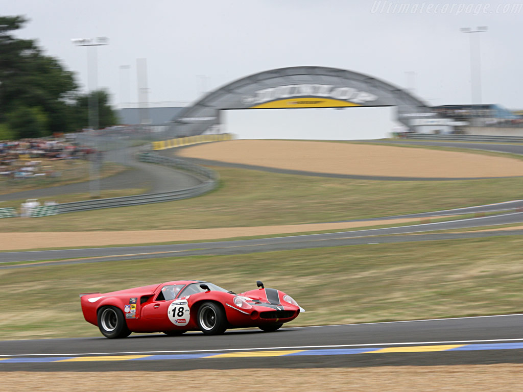 Lola-T70-Mk3-Coupe-Chevrolet_3