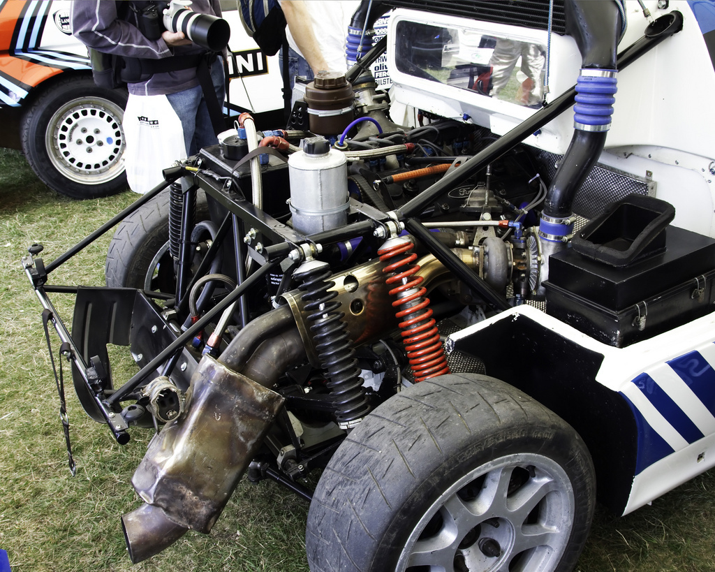 Ford-RS200-engine.jpg