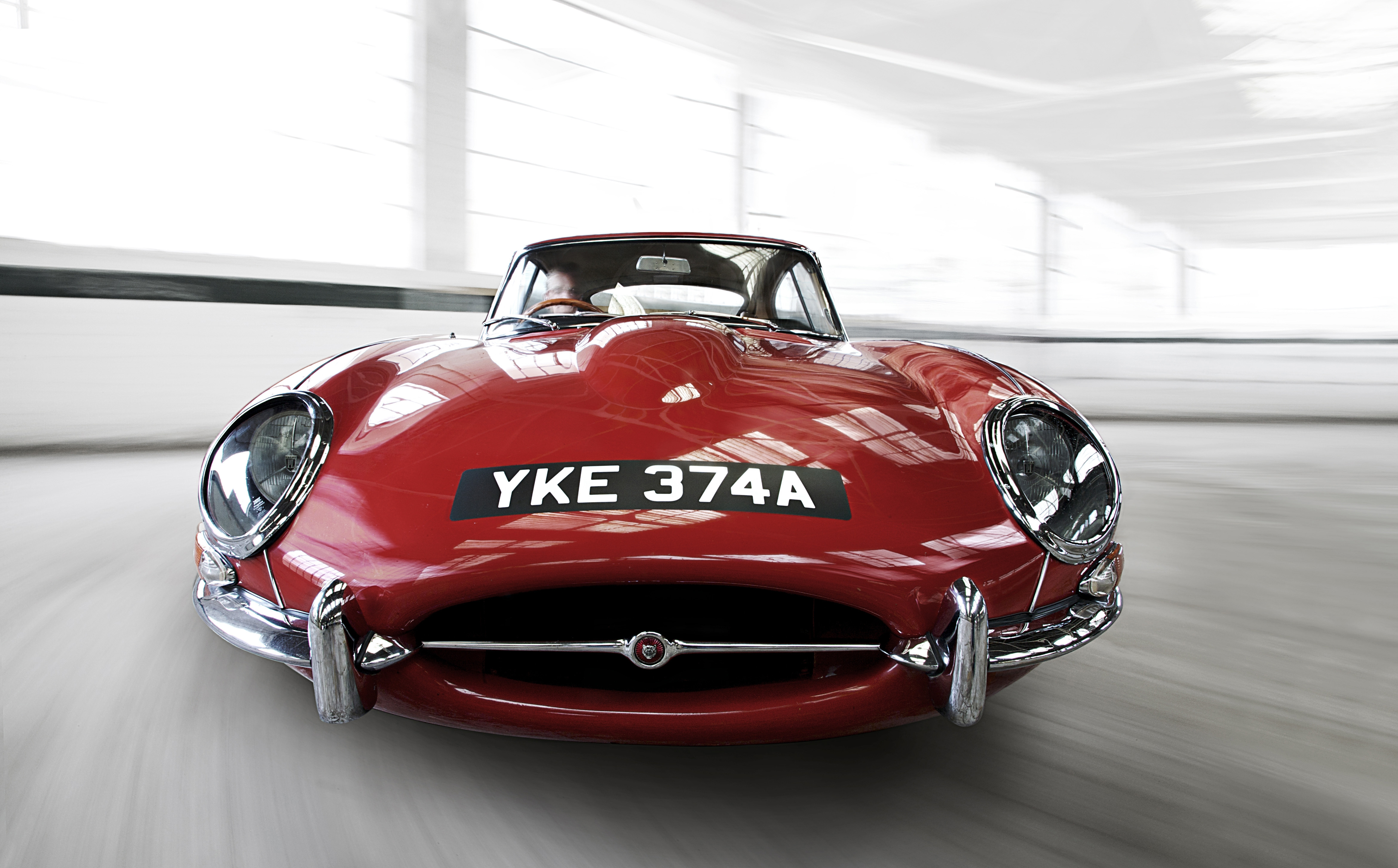 1961-jaguar-e-type-front