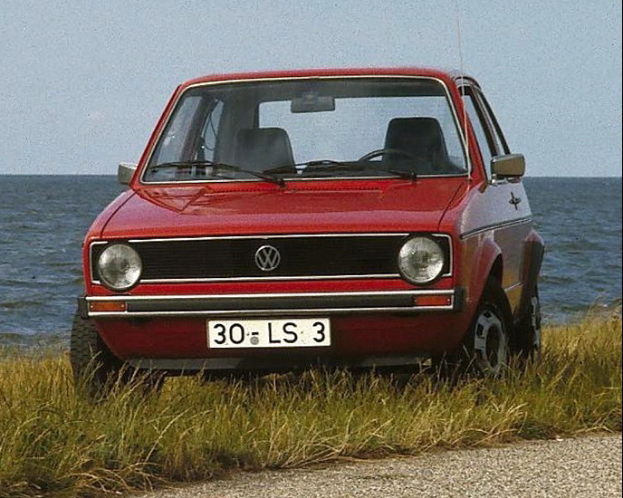 VW_Golf_I,_Bj._1974_(Foto_07.1975)