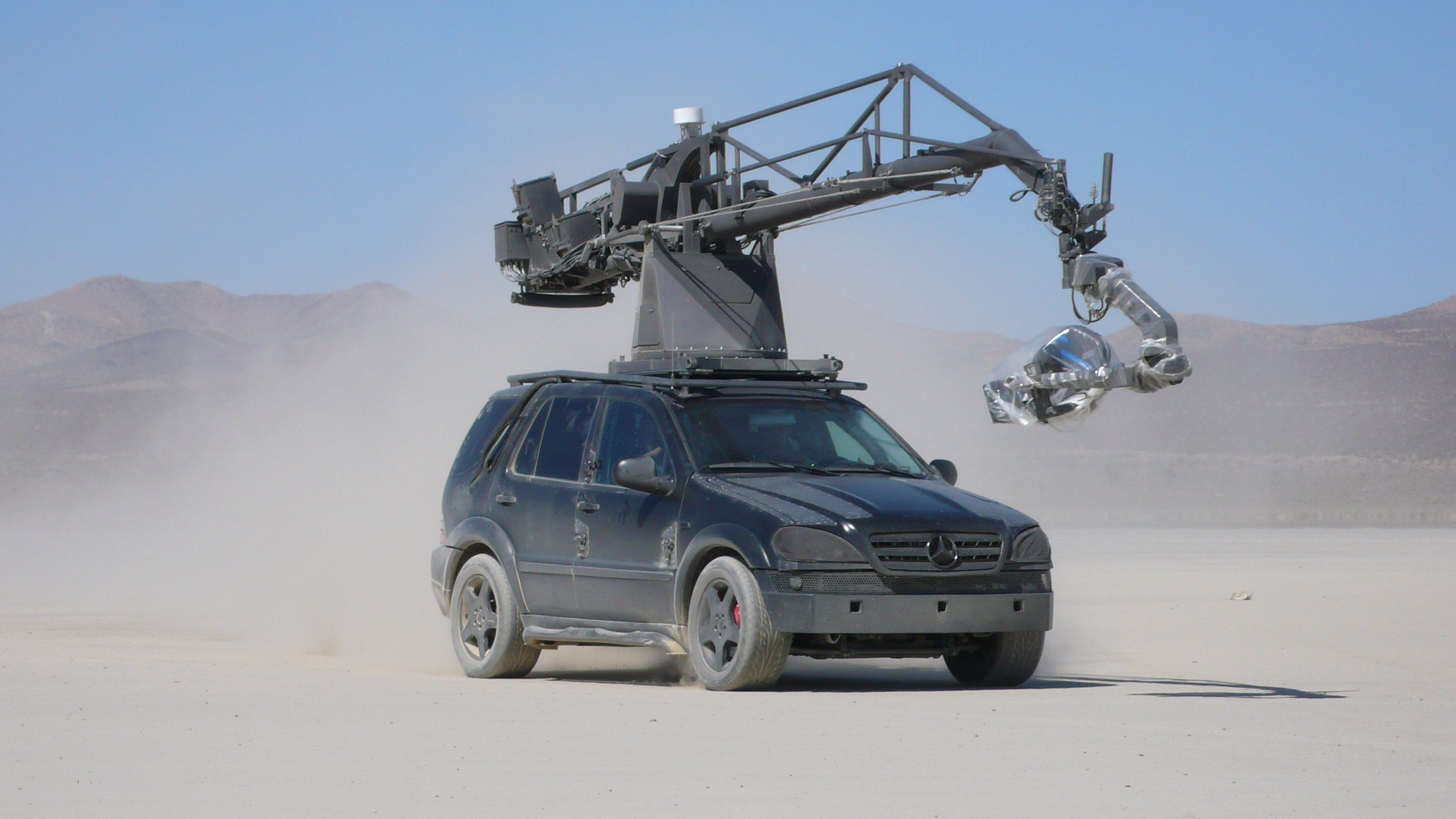 mercedes_ml_ultimate_arm_camera_car_platform_1