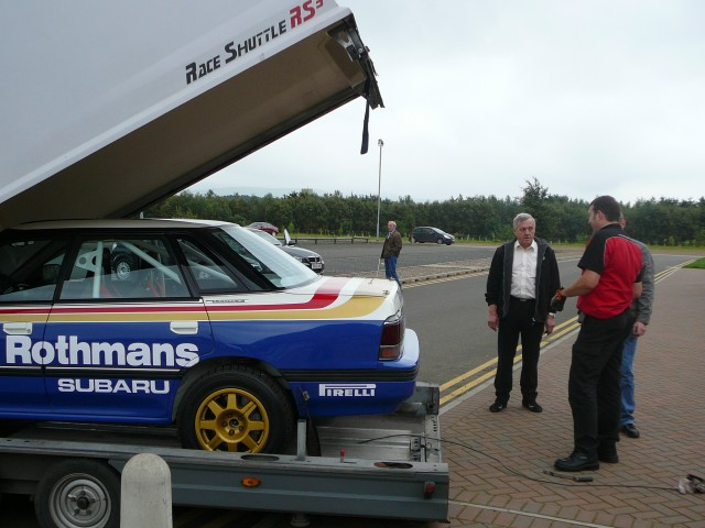 Flickr_-_bjmullan_-_Jimmy_McRae_beside_Colin's_Legacy_(2)