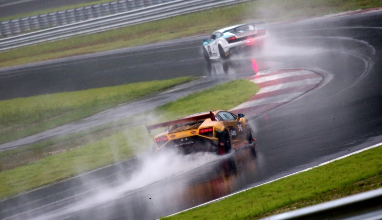 Car-Numbers-36-and-2-Chasing-Wet-Corners-in-the-Qualifying-Rounds-1280x738