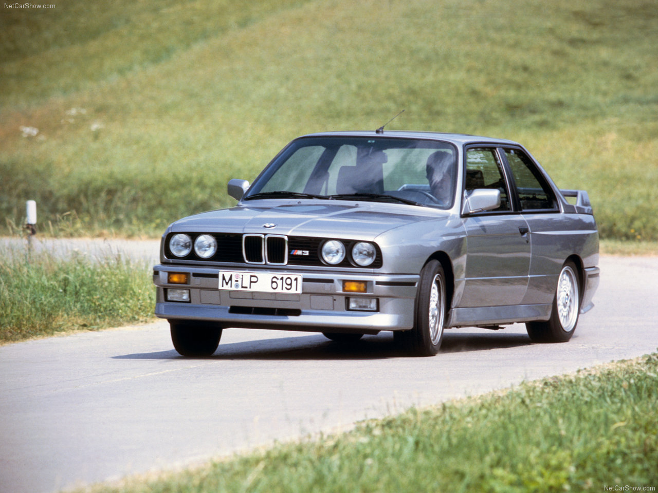 BMW-M3_1987_1280x960_wallpaper_02