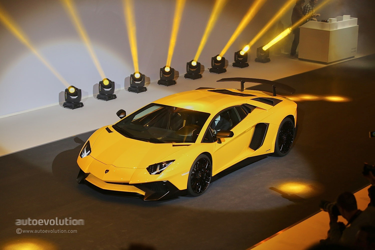 aventador-lp-750-4-superveloce-is-the-fastest-production-lamborghini-ever-live-photos_11